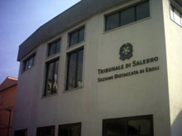 Tar sospende trasferimento procedimenti dalla sezione cittadina al Tribunale di Salerno
